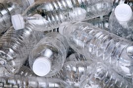 Hướng dẫn cách thông bồn cầu bằng ống nhựa tại nhà